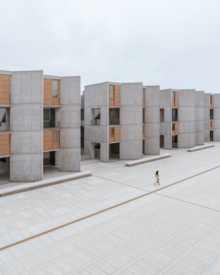 The towers that house the Salk Institutes research labs mirror each other across the expanse of a central courtyard.
