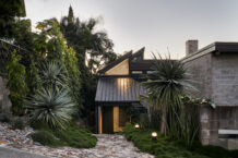 Chambers House by Shaun Lockyer Architects | A 1970's Classic Reborn.